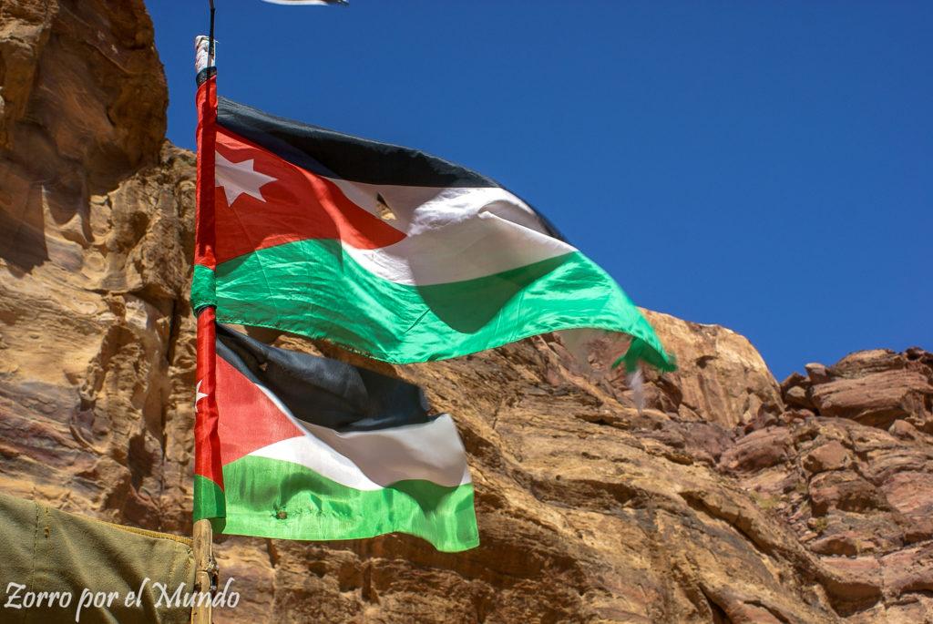 Banderas de Jordania en Petra