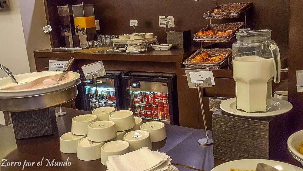 Vista del Buffet en The Grand Lounge Elite