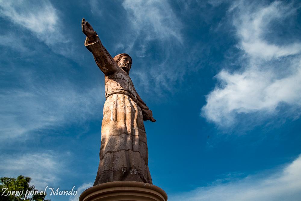 Cristo Monumental  de Taxco a lo lejos
