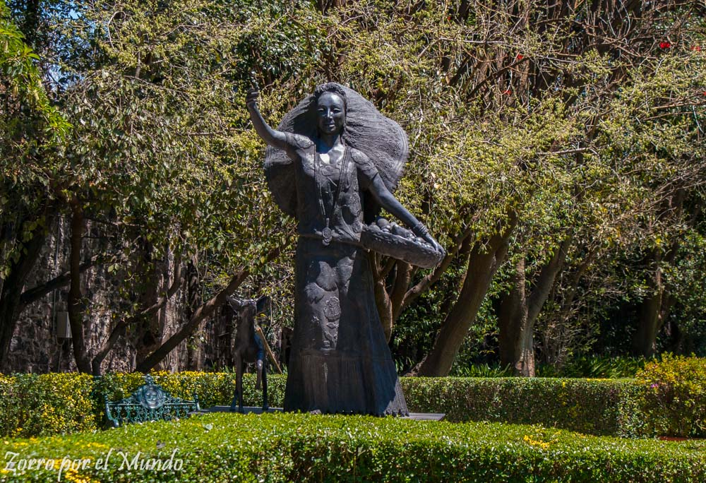 Estatua de Dolores Olmedo