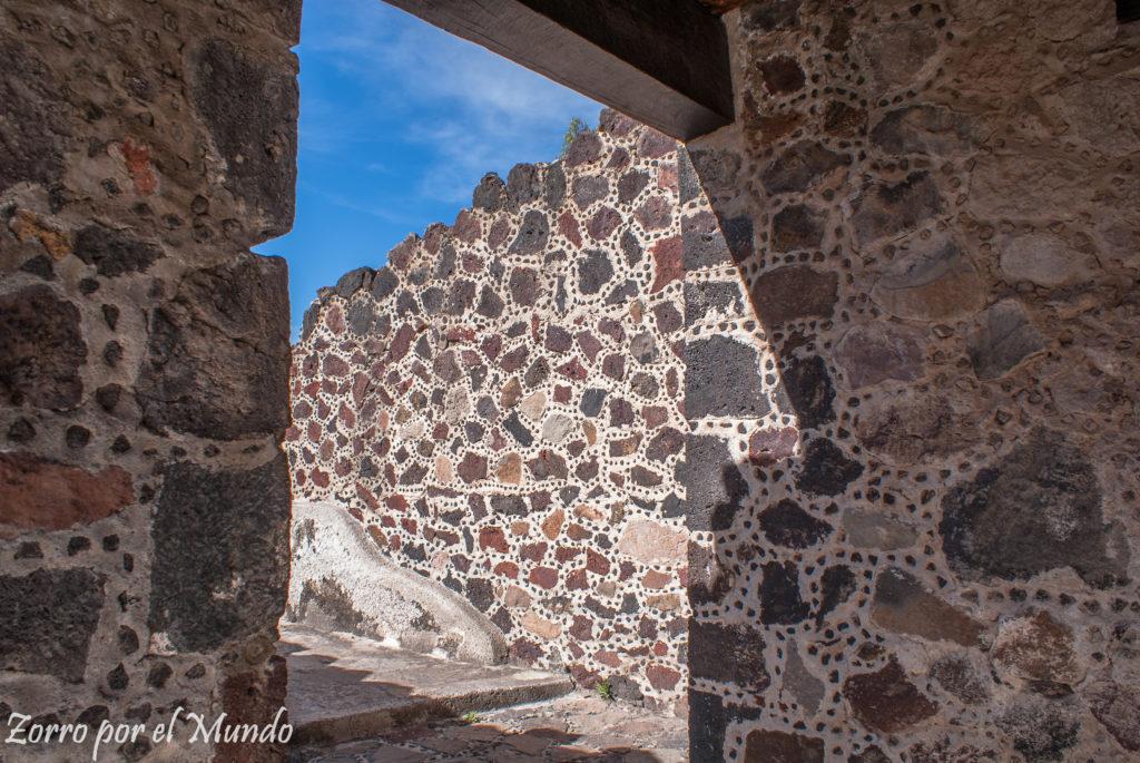 Edificación en piedra diferente a las piramides
