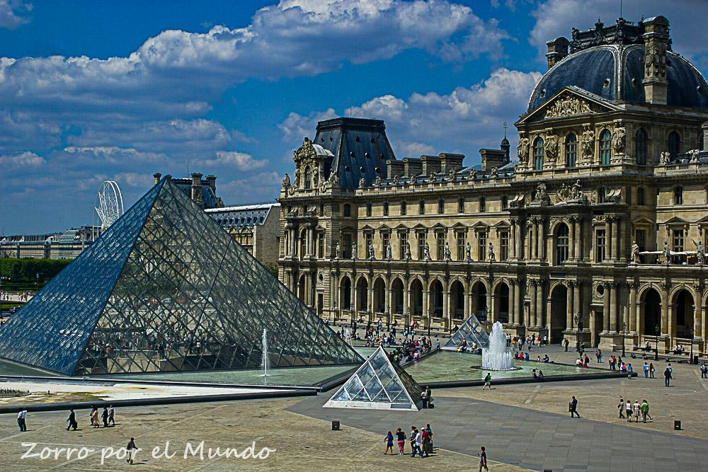 En el Louvre, como en otros museos, hay tours virtuales