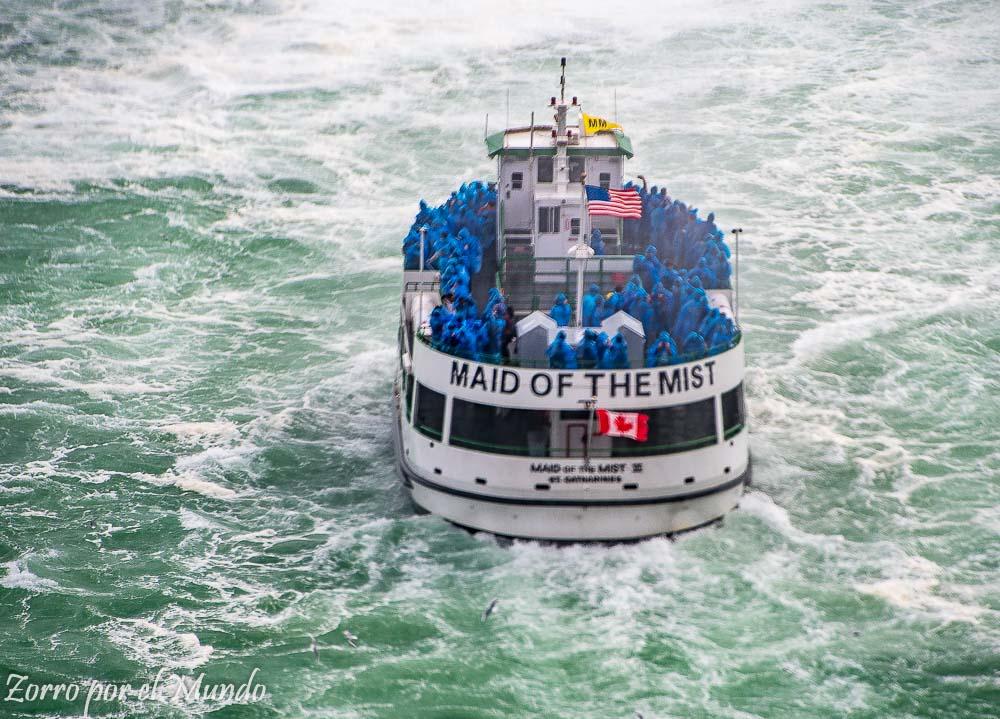 Barco en mares canadienses